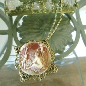 Vintage '70s Large Cameo Brooch Pendant Necklace